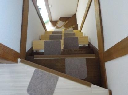 段違い階段取り付けました。上からの写真