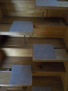 段違い階段1本柱タイプ 正面写真