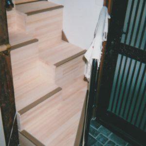ゆるゆる階段山口県M様 下側踊り場 手すり付き