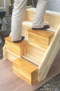 段違い階段蹴込板付きタイプ上がる時