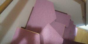 段違い階段取付 段をカーペット張り 途中上から